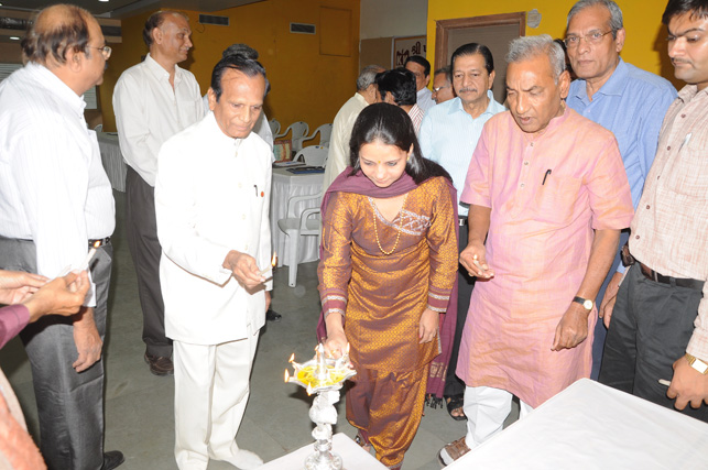 LIGHTING LAMP AS CHIEF GUEST AT AWARD COMMUNITY CEREMONY